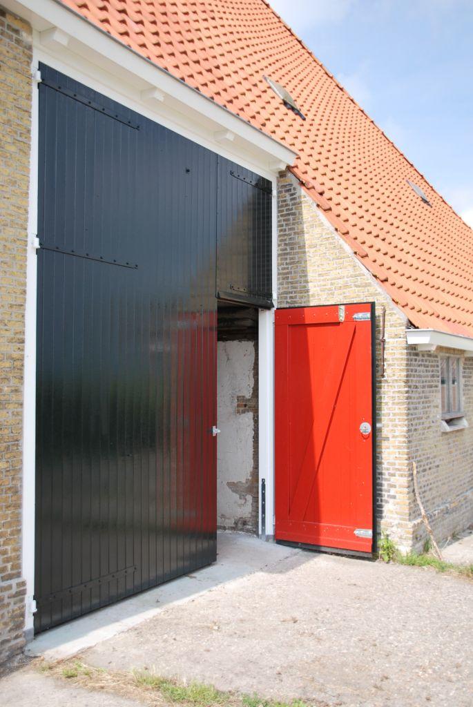 Staldeuren in de oorspronkelijke kleuren