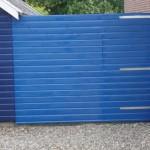 Nieuwe poort in de blauwe grondverf.