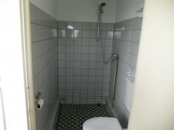 Renovatie woonark badkamer